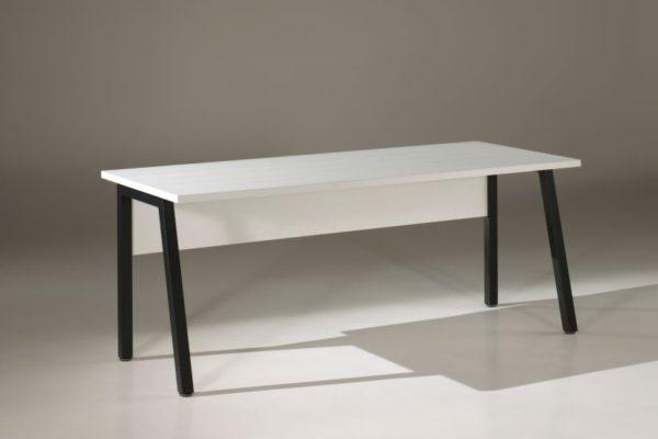 bureau en mélamine blanc et pied métal en noir